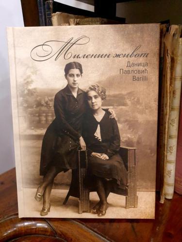 """Knjiga ,,Milenin život""""cena 1.000 din/kom"""